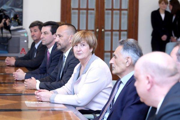 Ruža Tomašić ima najveći politički kapital: unatoč čestom mijenjanju stranačkih dresova (HSP, HSP AS, HKS), postala je jačom političkom markom od stranaka u čijem je članstvu bila ili jest