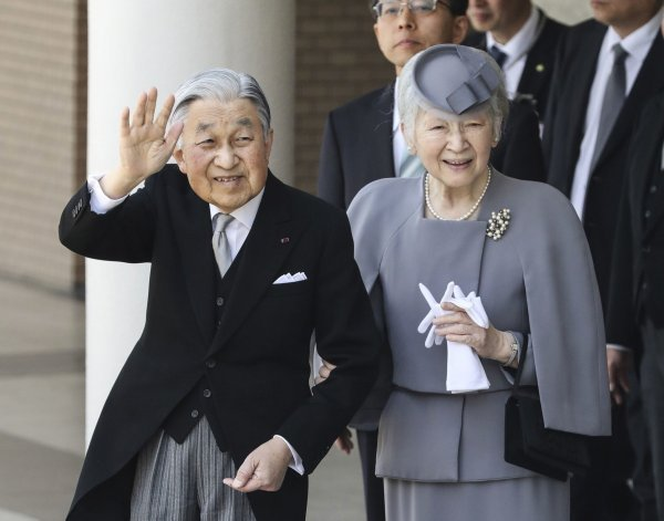 Japanski car Akihito i carica Michiko u ožujku su posjetili mauzolej legendarnog cara Jinmu, utemeljitelja dinastije